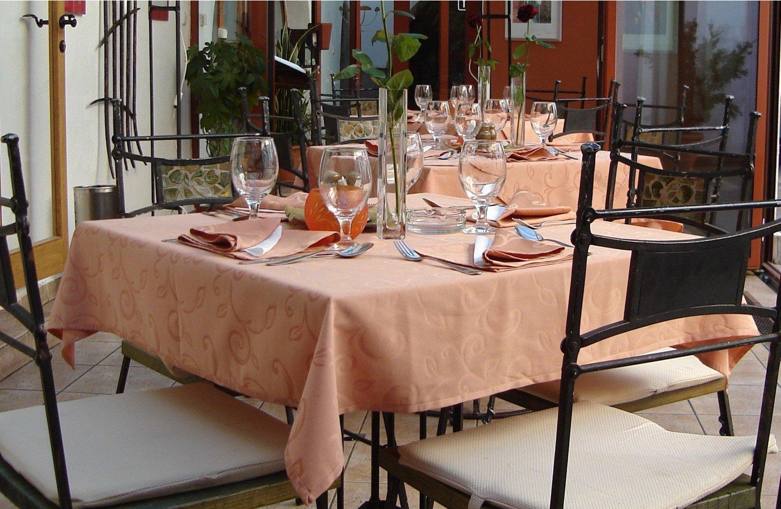 Restaurant 1219124.jpg